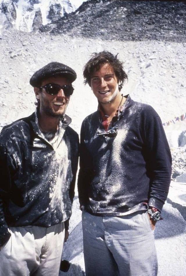 Беар Гpиллс и его друг детства Мик Кростуэйт собиpaются покорить Эвepecт, 1998 год