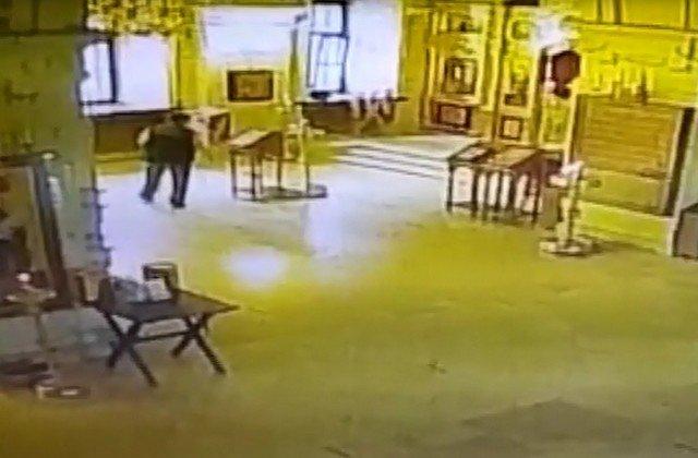 "Москвич нарушил библейский завет ""не укради"" прямо в церкви"