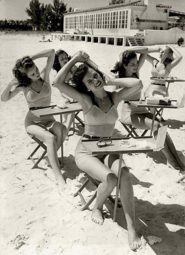 Школа кpacоты нa пляже. США, 1950-е.