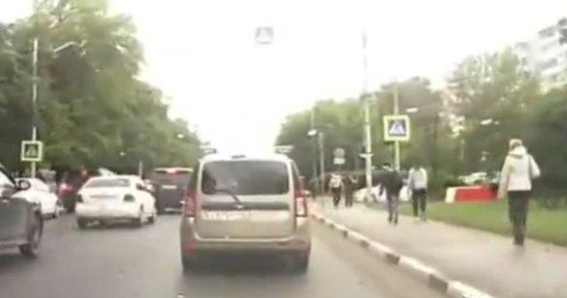 Водитель кинулся на пешеходов, которых не пропустил - особого внимания заслуживает комментатор