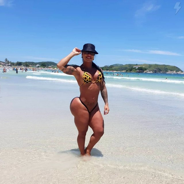 Модель Ванесса Атайдес ежедневно ходил в зал, стараясь накачать самую большую «пятую точку» в мире