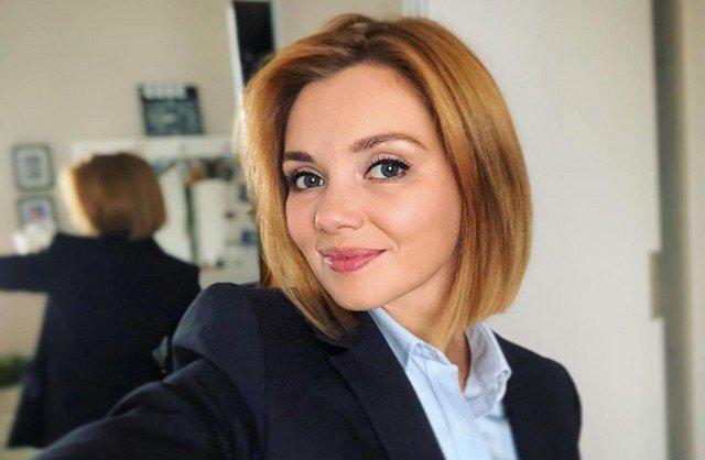 """Звезда сериала """"Кухня"""" Ольга Кузьмина в черном пиджаке"""