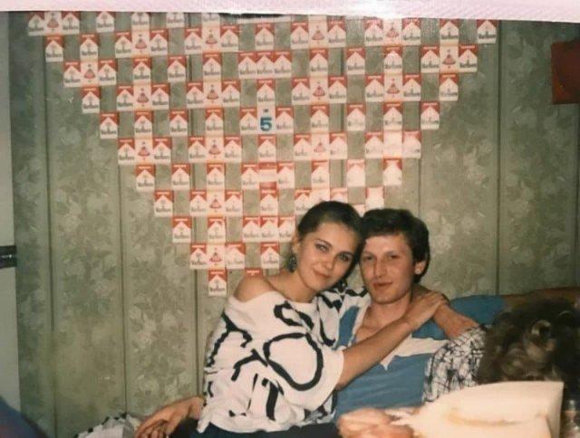 В 90е была еще мода делать брелоки из сигаретных пачек