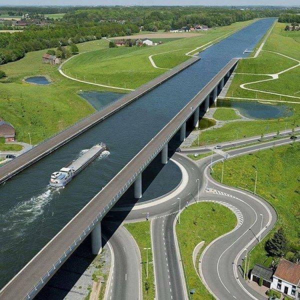 Мост Сарт — часть Центрального канала в Бельгии