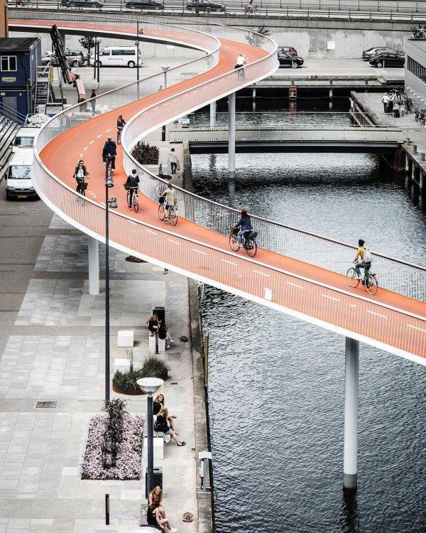 Велосипедный мост Cykelslangen в Копенгагене