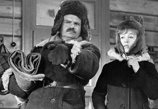 """Михаил Пуговкин и Надежда Румянцева на съёмках фильма """"Девчата"""", 1961 год."""