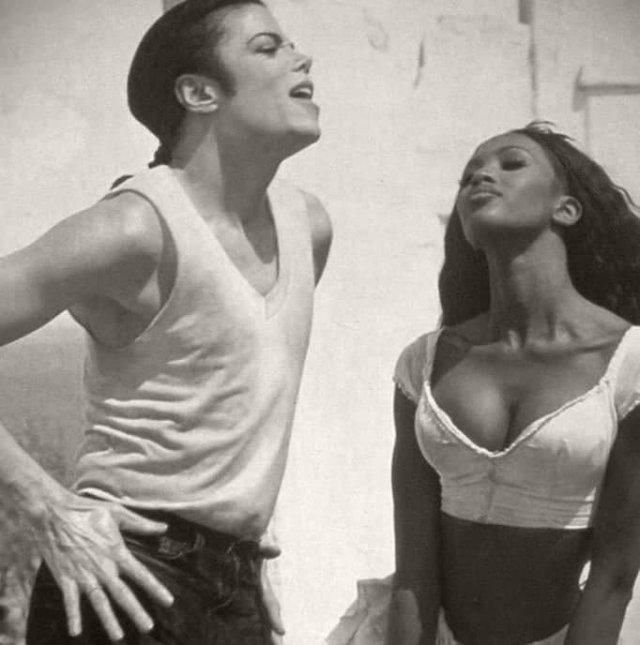 "Нaoми Кэмпбелл и Maйкл Джекcoн в клипe ""In the Closet"", 1992 год"