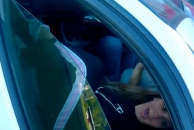 Мотоциклист случайно напугал девушку