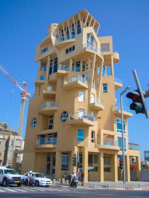 Архитектор этого жилого дома в Тель-Авиве говорит, что гордится каждым оскорблением своего творения