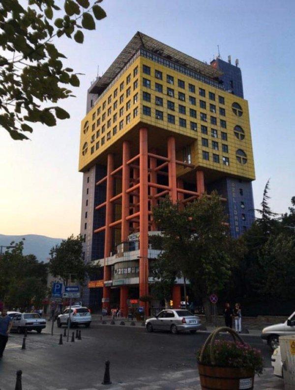 Здание в стиле пост-модерн построили в турецком Кахраманмараше