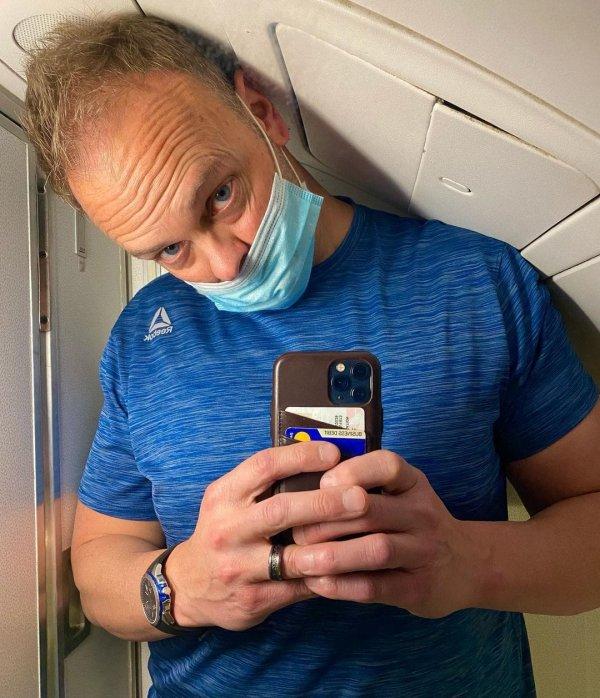 Почему в туалете самолёта я чувствую себя как клоун в цирке?