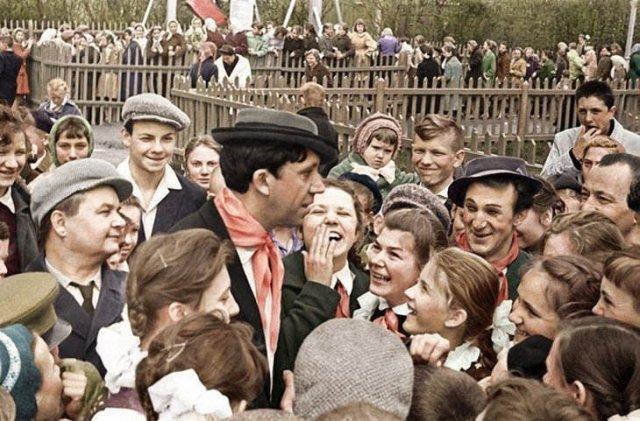 Юрий Никулин и Михаил Шуйдин во время встречи со зрителями. 1962 год.