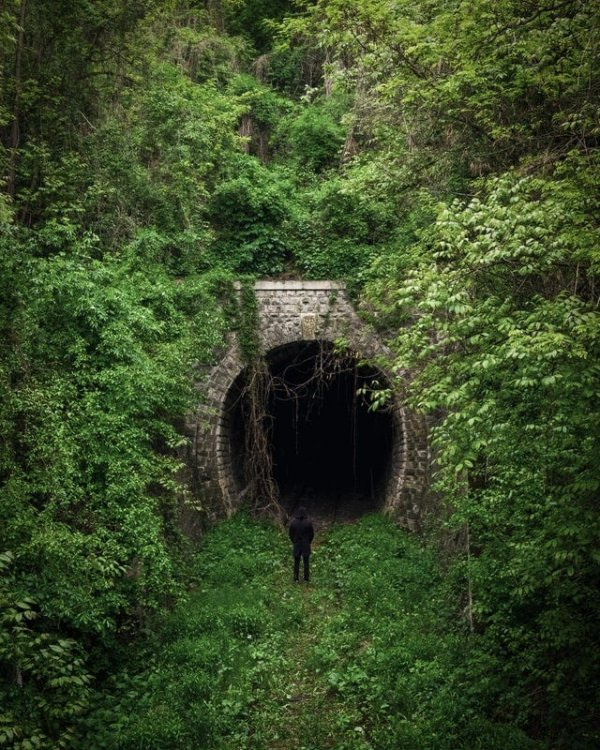 Заброшенный железнодорожный туннель, Венгрия