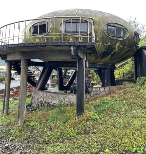 Заброшенный дом будущего