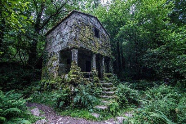 Заброшенное здание в Испании