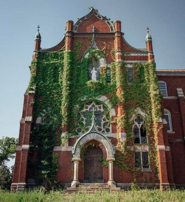 Заброшенная сельская церковь в Вирджинии