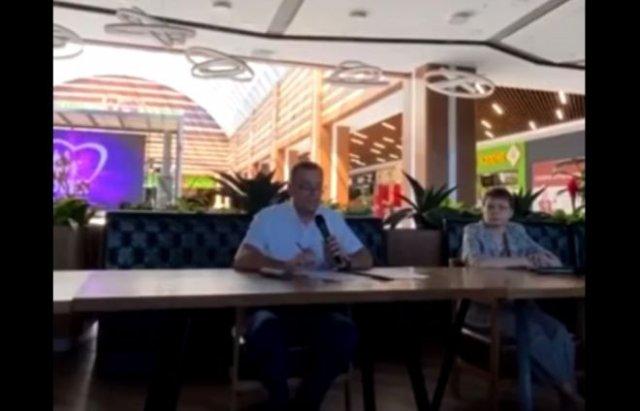 В Старом Осколе депутат увольняет людей, которые не хотят ставить прививку от коронавируса