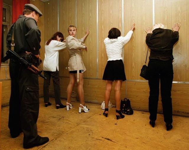 Женщины, арестованные за проституцию, 1997 год.