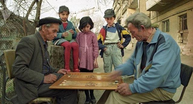 Армяне играют в нарды. 1993 год, Ереван.