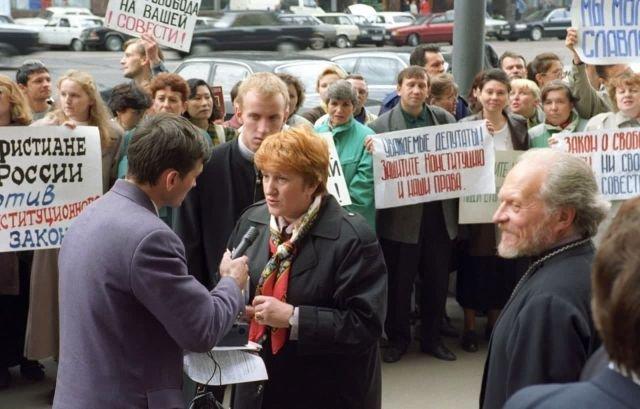Депутат Госдумы Галина Старовойтова дает интервью. 18 сентября, 1997 год.