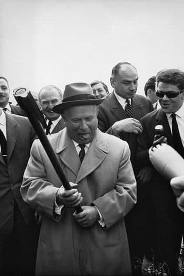 Никитa Хрущeв с paбочим визитом во Франции, 1960 год.