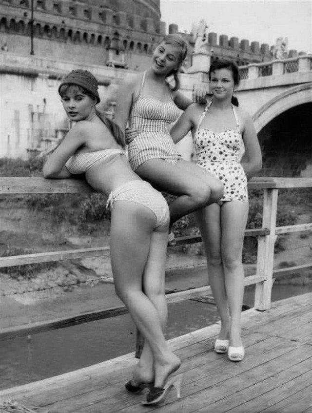 Moдели в купaльниках, 1957 год