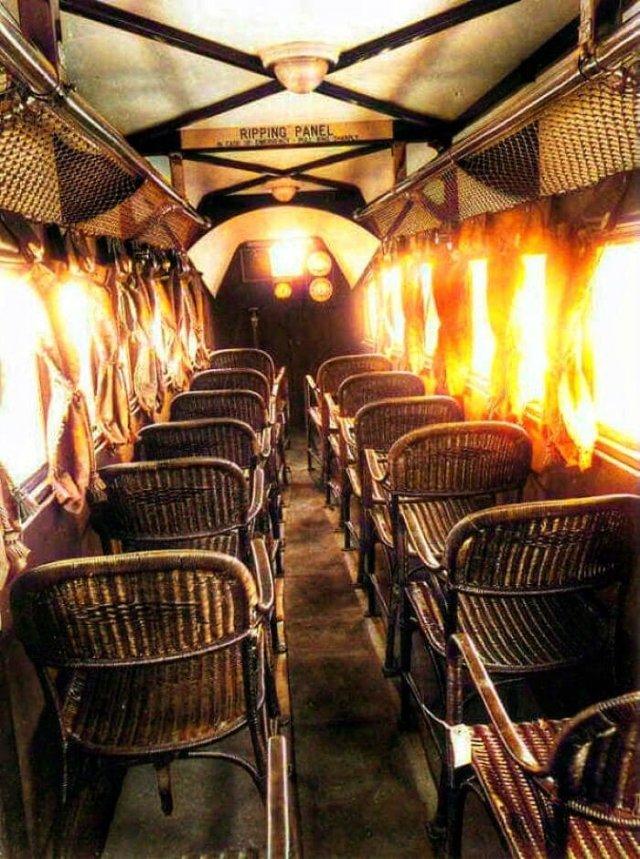 Внутри самолета 1930-х годов