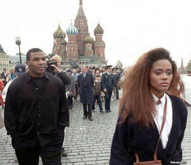Майк Тайсон с женой Робин Гивенс в Москве, 1987 год.