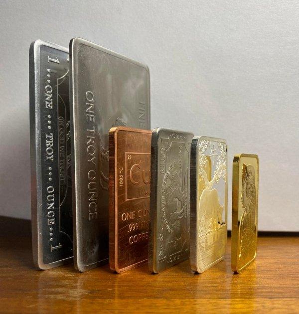 Как выглядят слитки разных металлов, которые весят одинаково