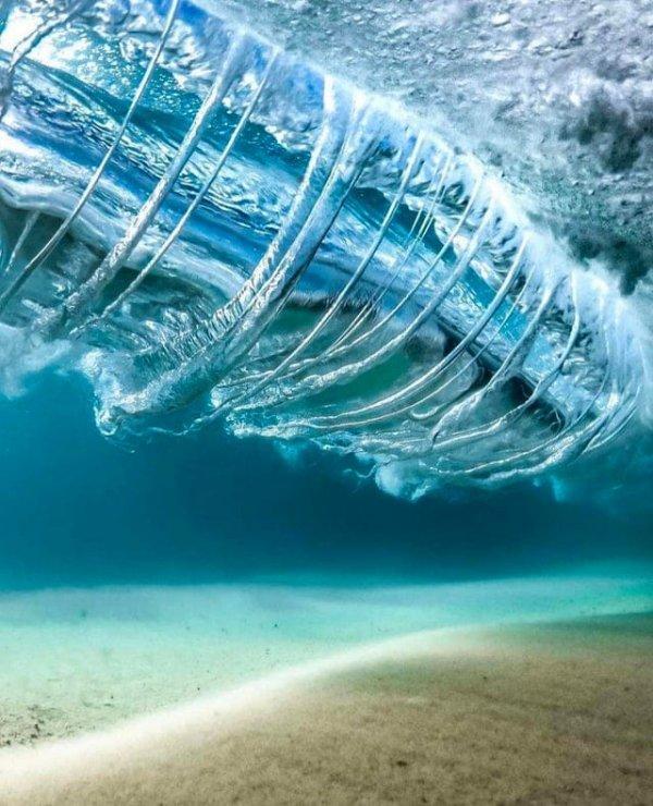 Как выглядят волны, если смотреть на них из-под воды