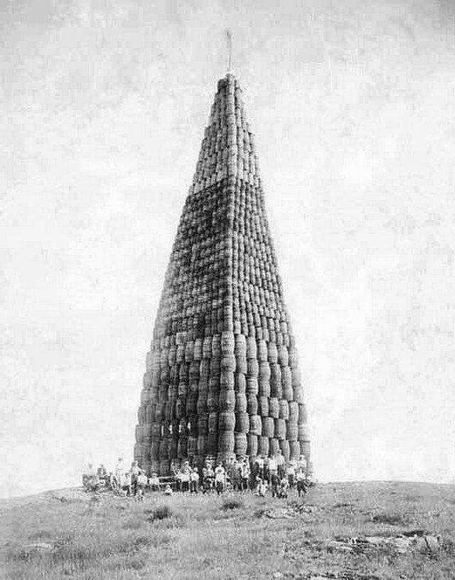 Сухой закон, бочки с алкоголем, приготовленные для сожжения, США, 1923 год.