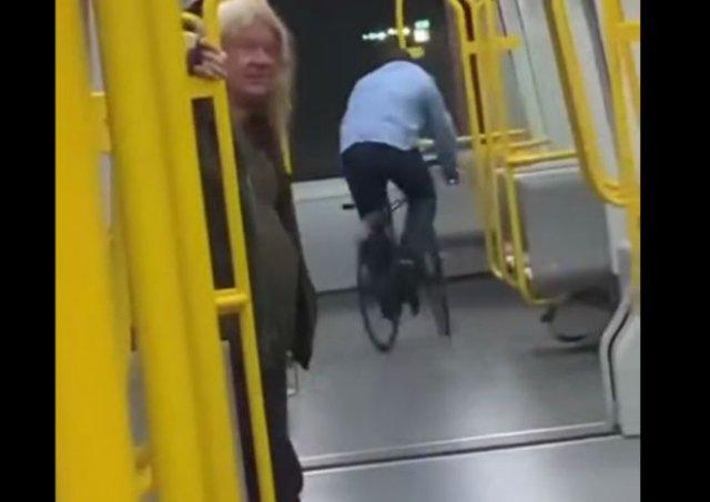 Болезненный акт вандализма в метро