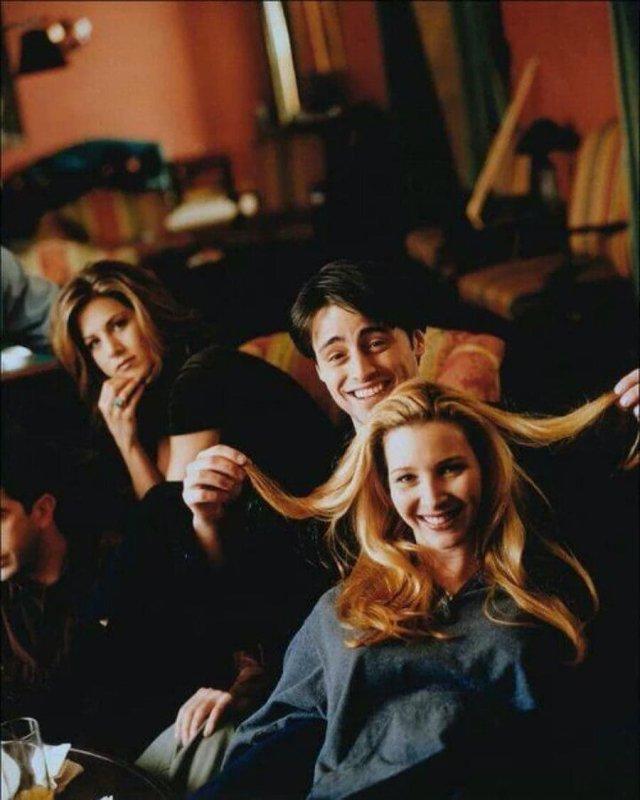 """Дженнифер Энистон, Мэтт ЛеБлан и Лиза Кудроу на съёмках сериала """"Друзья"""", 1990-е"""