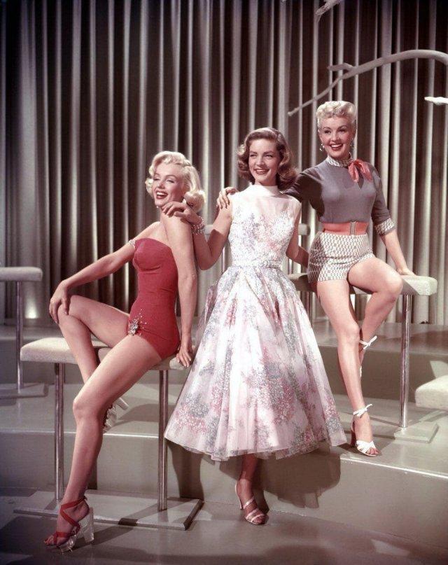 """Мэрилин Монро, Лорен Бэколл и Бетти Грейбл: фотосессия в поддержку фильма """"Как выйти замуж за миллионера"""", 1953 г."""