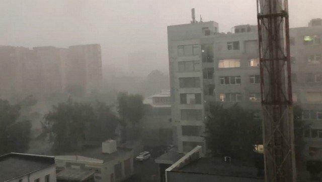 """В Москве после 35-градусной жары начался """"суперливень"""""""