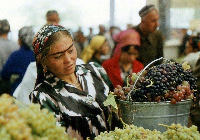 На рынке, Таджикистан, 1980-е.