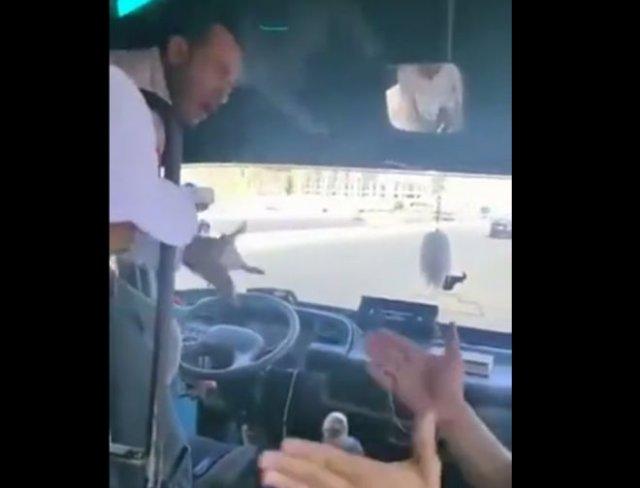 Обычный водитель автобуса в Египте