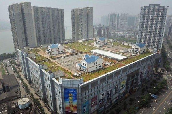 Частные дома на крыше восьмиэтажного торгового центра в Чжучжоу, Китай