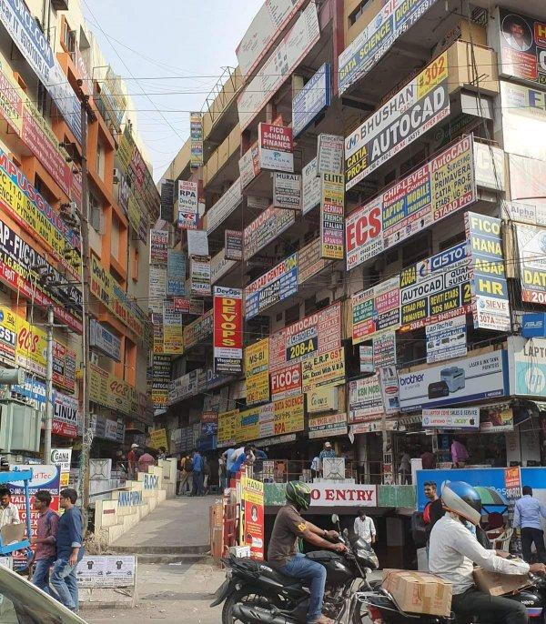 Район, который выглядит как газета с объявлениями, Хайдарабад, Индия