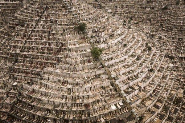 Бесконечное кладбище в Гонконге
