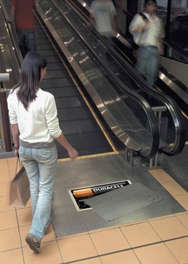 Кстати, на самом деле эскалаторы работают от батареек