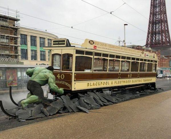 Для кампании по продвижению фильма отлично подойдёт трамвай