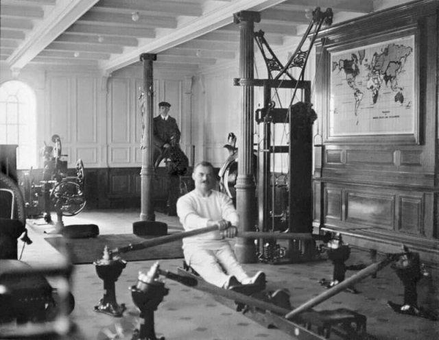Тренажёрный зал на борту «Титаника», 1912 год