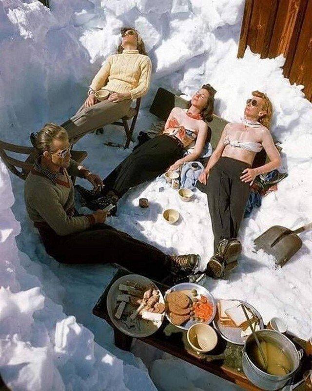 Солнечные ванны на курорте Sun Valley, Айдахо. 1947 год