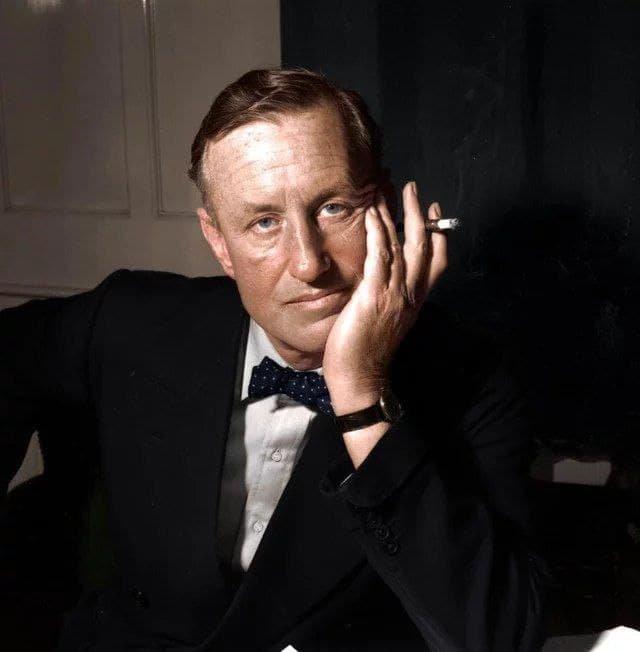 Ян Флеминг - британский писатель, подаривший миру книги про Джеймса Бонда, 1950-е