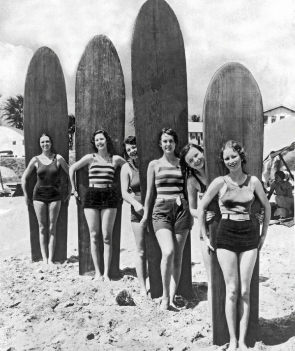 1920-е. Серфингистки на пляже Калифорнии