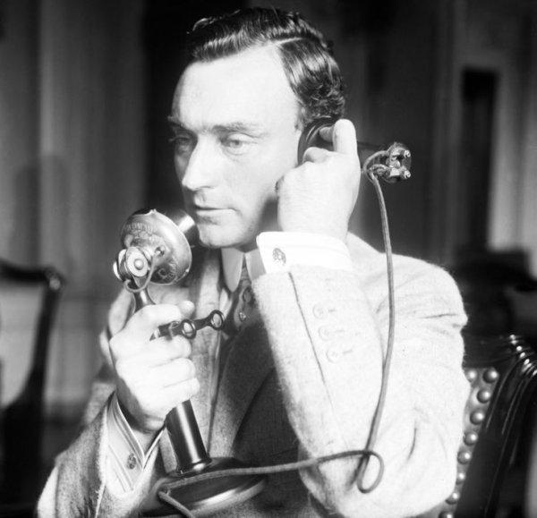 1914 год. Мэр Нью-Йорка разговаривает по телефону