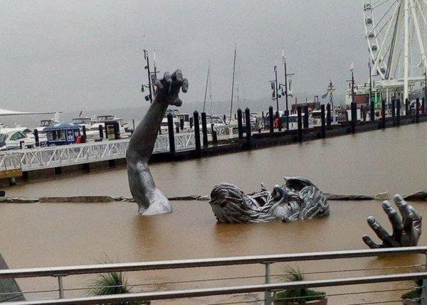 Монумент «Пробуждение» на пляже в штате Мэриленд, США