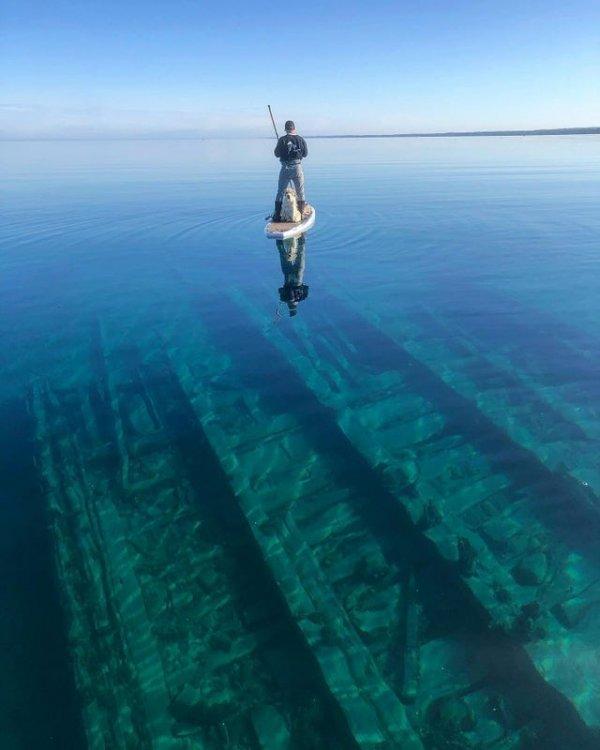 Потонувшая баржа в штате Мичиган, США