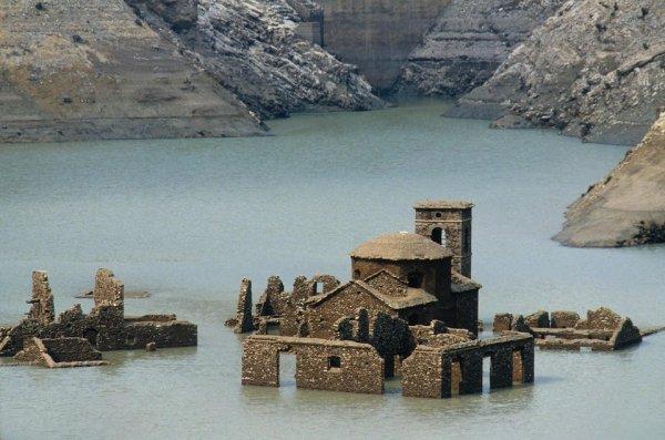 Деревня в Италии, которая находилась под водой с 1947 года